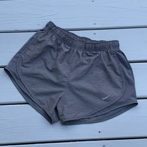 NIKE ATHLETIC LINED RUNNING SHORTS GRAY SZ S